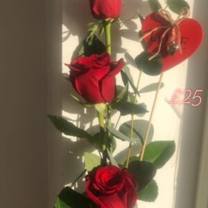 3 red roses with Heart tag